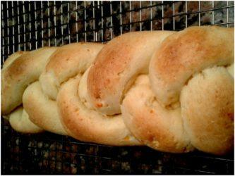 Pan suave trenzado sin gluten por Dolly Walsh